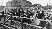 Immigrants arriving at Ellis Island, NY.